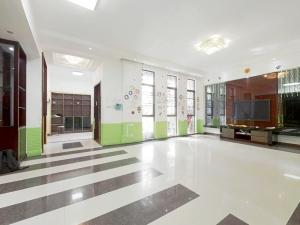悦城花园一期 6室1厅 144.37㎡ 简装_悦城花园一期二手房客厅图片2
